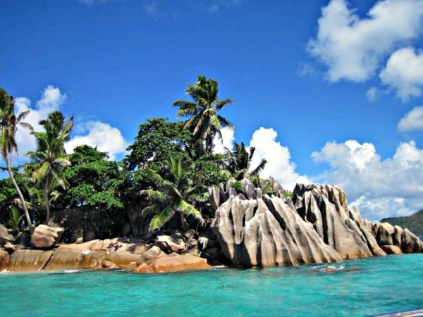 seychelles-indian-ocean-holiday-rock.jpg