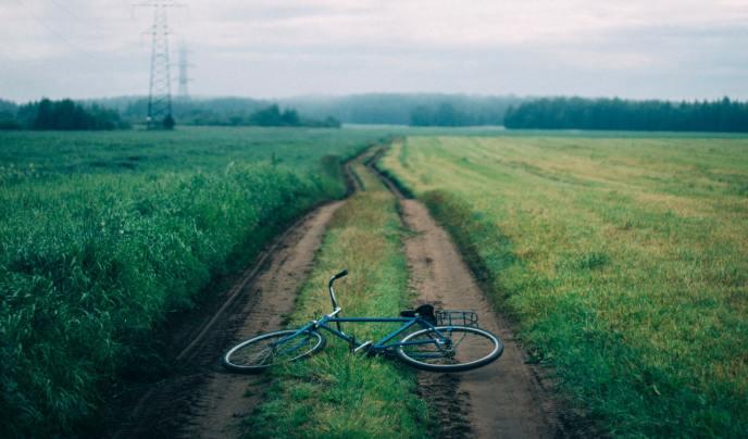 bicycle-clouds-cloudy-sky-941253.jpg