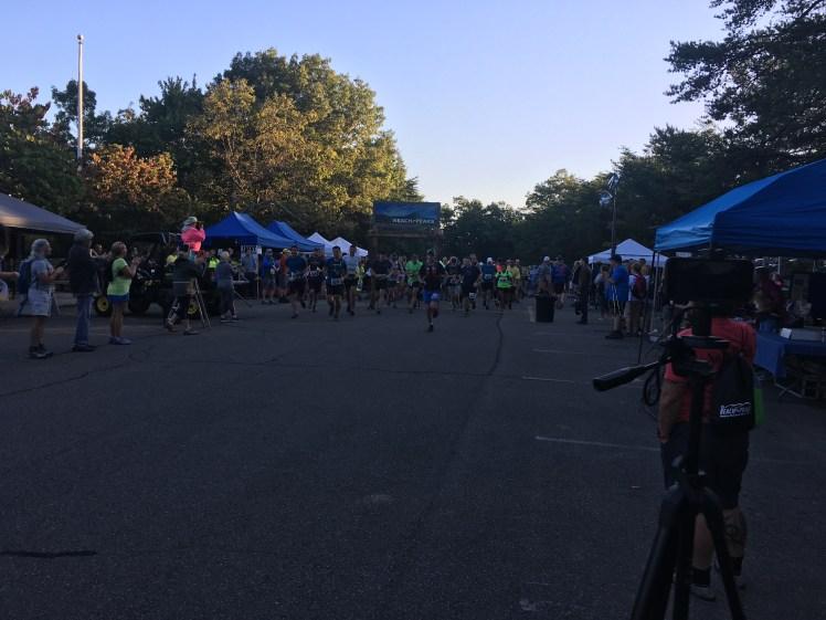 Runners start Reach the Peaks