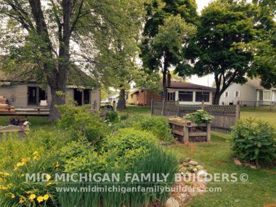 Mid Michigan Family Builders Custom Hand Built Cedar Shadow Box Fence 06 25 2018 02