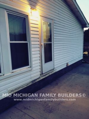 Mid Michigan Family Builders Small Deck Project 12 2018 02