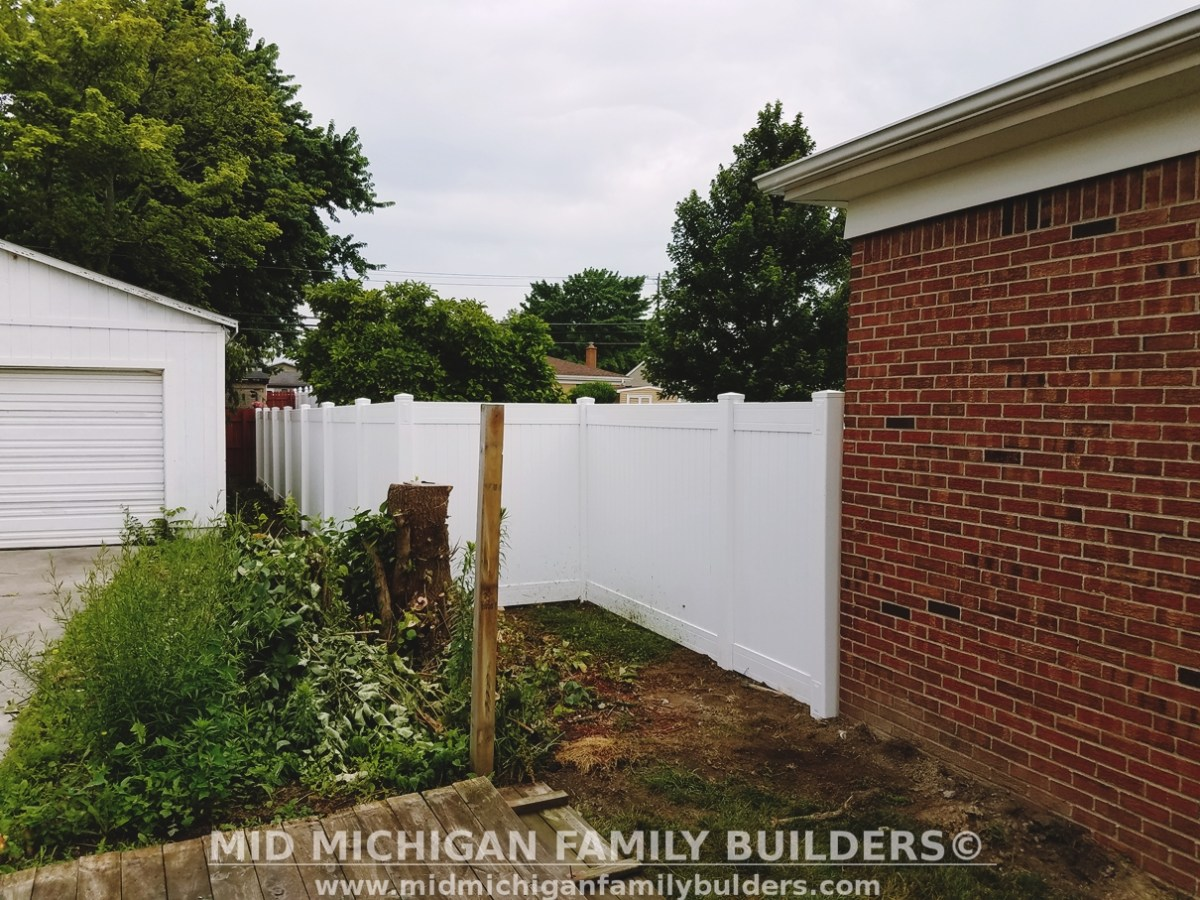 Mid Michigan Family Builders Custom Construction Project Fence Fencing Vinyl