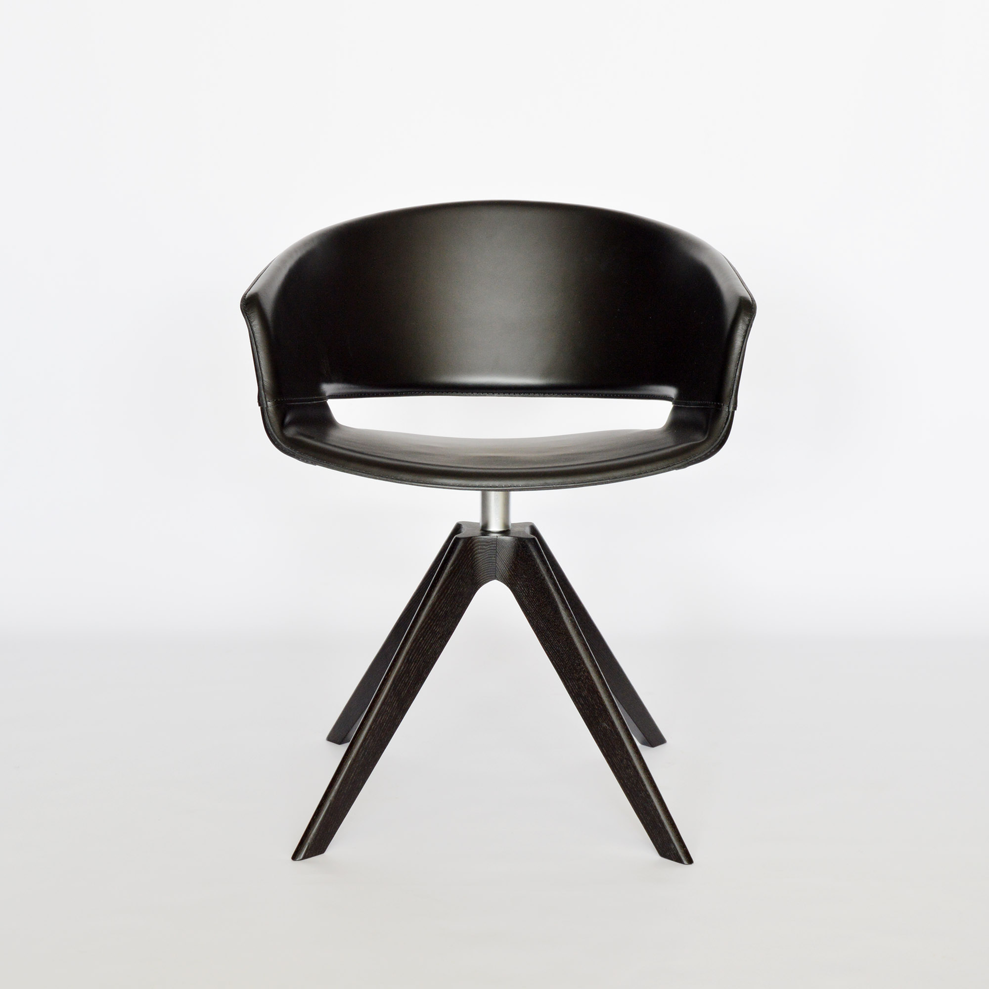 Andreu World Design Armchair Ronda bei MidModern
