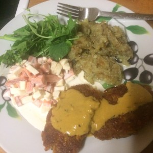 chickpea cutlets with chunky coleslaw, potatoes and mustard sauce - veg bag meals - midorigreen.co.uk