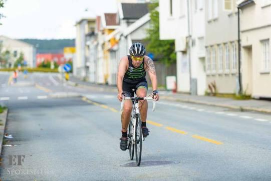 Fra Fredrikstad Triatlon med hårete legger. Jeg kom i mål da også. Foto: EF Sportsfoto.