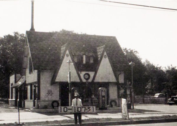 Another of the auto-related businesses on Troost in 1940.