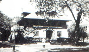 Cutline 3: #4 Judge Albert Reeves lived at 3654 Belleview. He was presented in 1954 when the Roanoke Protection Homes Association met for the first time in 1954. This photo of his home is from 1940.