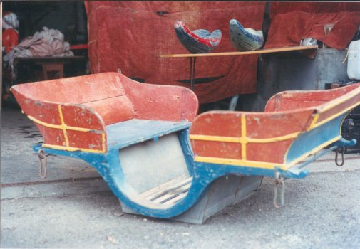 one of the gondolas or chariots from the italian amusement ride