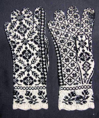 Knitting Gloves with Arnhild at Vesterheim