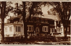 zona_gale_s_macfarlane_st_house__b_w_postcard-768x500