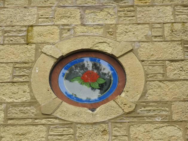 Close-up of 'block and stack' masonry at Salem Ragatz window.