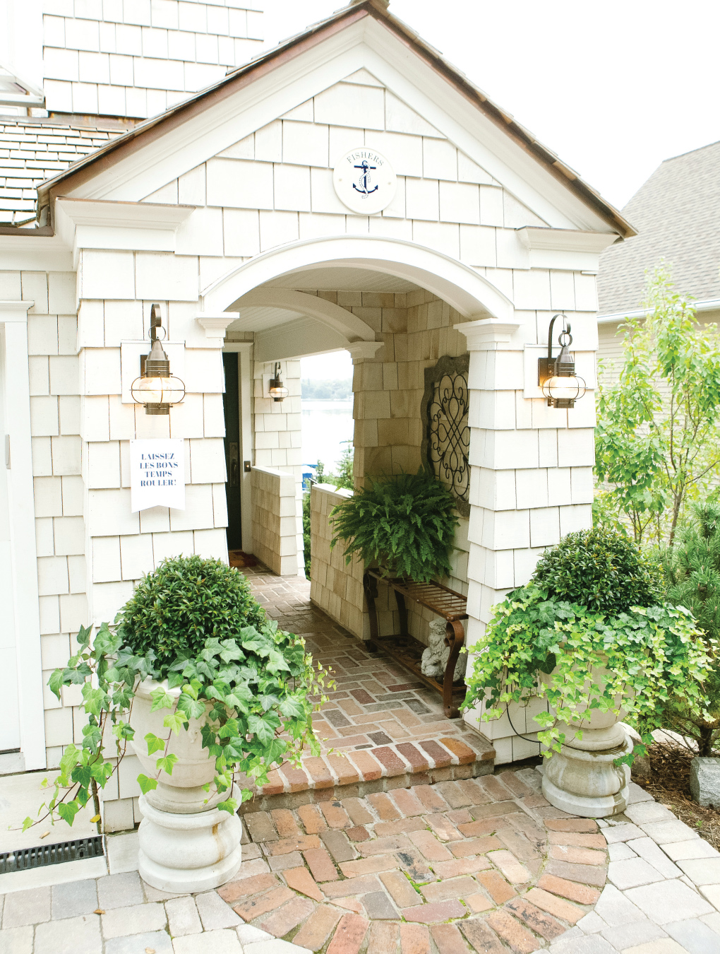 Crawfish-Feast_Outdoor-Summer-Entertaining-Home-Entry
