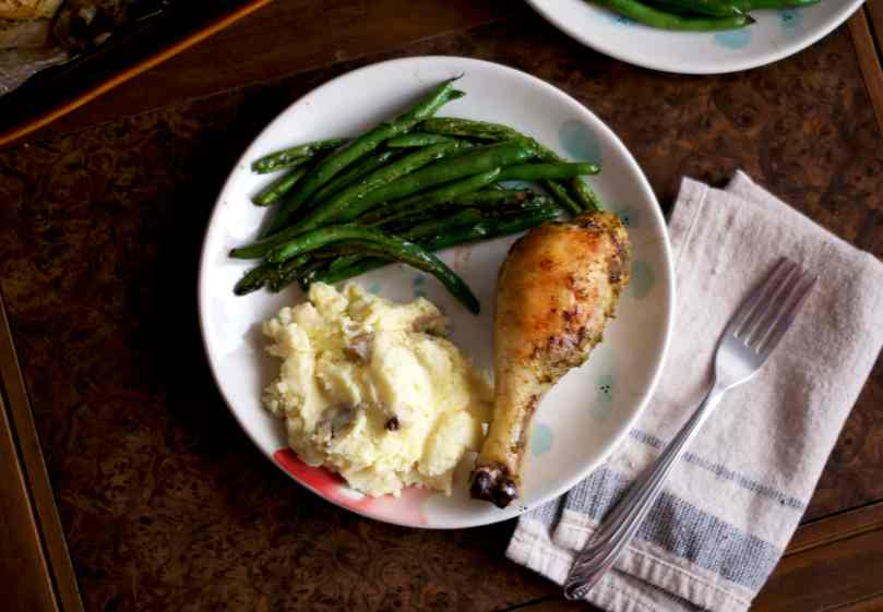 Pesto Roasted Chicken Legs | via Midwest Nice Blog