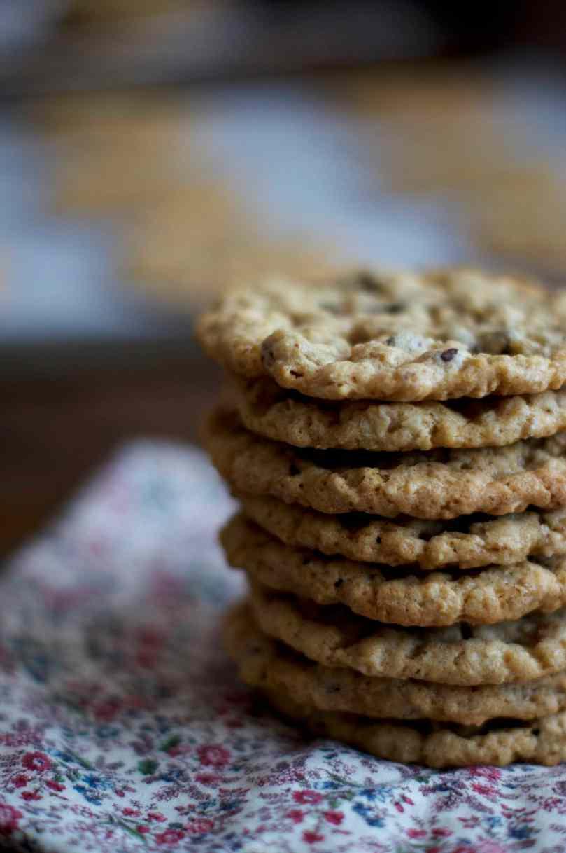 Oatmeal Chocolate Chip Cookies | via Midwest Nice Blog
