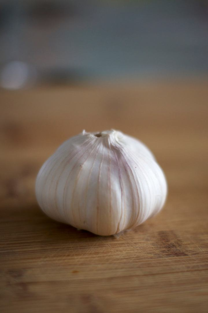 Easy Roasted Garlic | via Midwest Nice Blog
