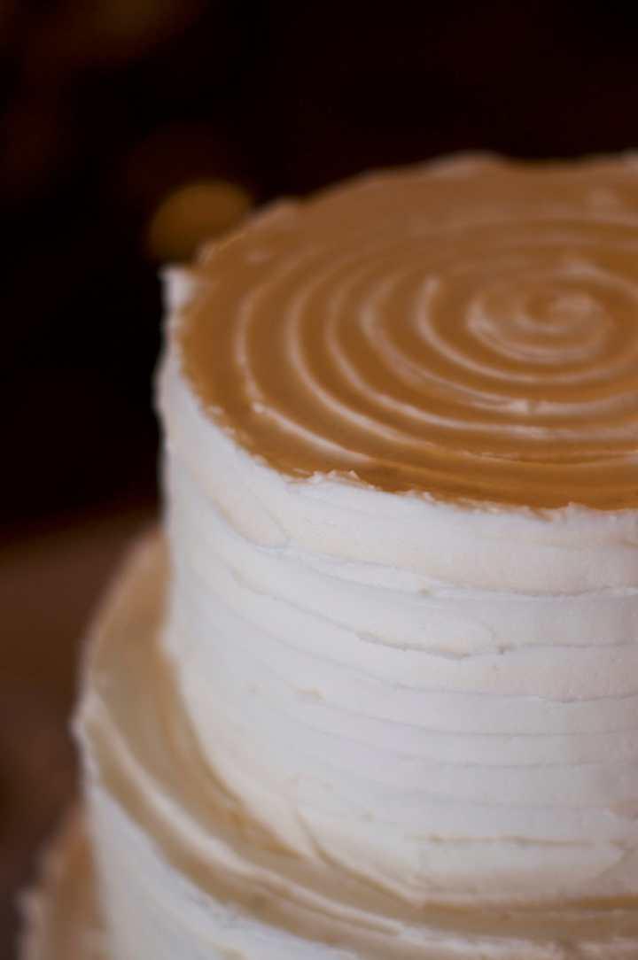 Rustic Swirl Wedding Cake | via Midwest Nice Blog