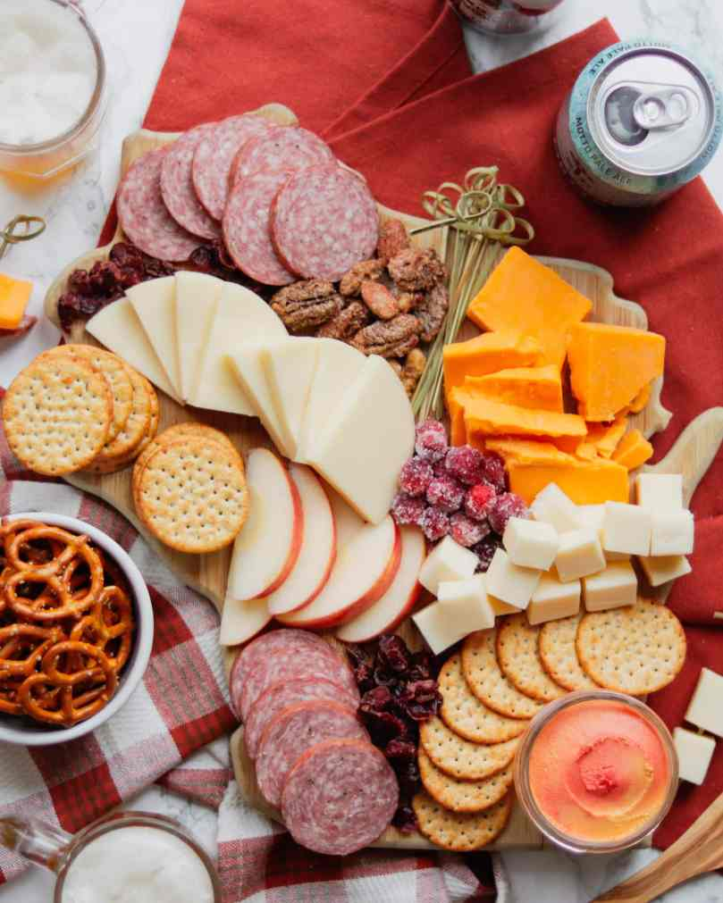 how to make a cheeseboard with Wisconsin cheese