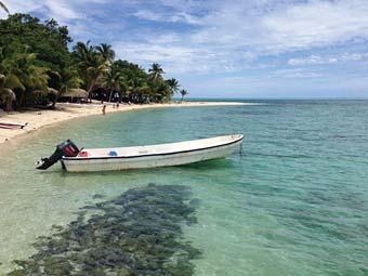 Fiji_boat_beach