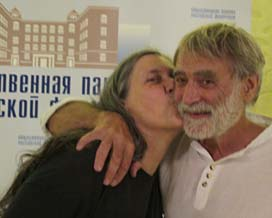 Jan kissing Russian male midwife, Igor Charkovsky, who is best known for helping women give birth underwater in the Black Sea