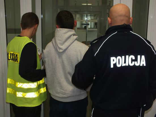 Arch-2013-10-18-zatrzymanie-oszusta-przez-glogowska-policje@Glogow-01-