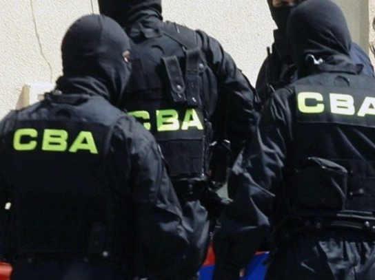2014-02-09-zatrzymanie-glogowskiej-urzedniczki-przez-CBA@Glogow-CBA-w-akcji-foto-c-pecold
