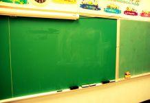 Zdjęcie: tablica szkolna w klasie szkoły