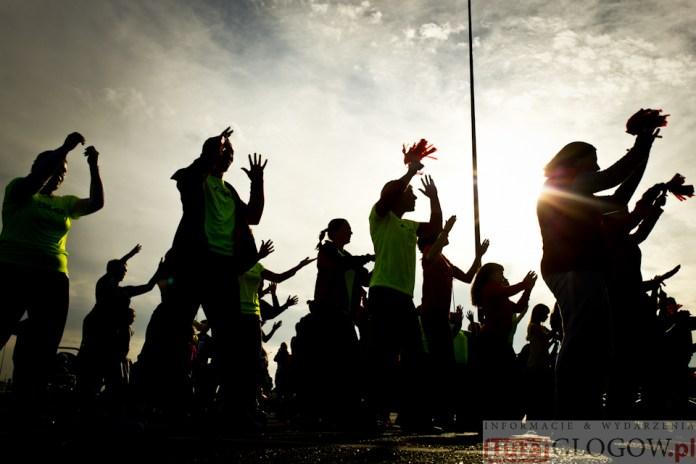 2014-11-08 Maraton Zumba Fitness Tańcz i pomagaj @Parking Tesco (fot.P.Dudzicki) 32