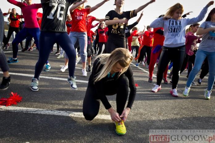 2014-11-08 Maraton Zumba Fitness Tańcz i pomagaj @Parking Tesco (fot.P.Dudzicki) 33