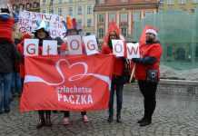 Zdjęcie: 2014-11-24 Drużyna Szlachetnej Paczki na wrocławskim rynku