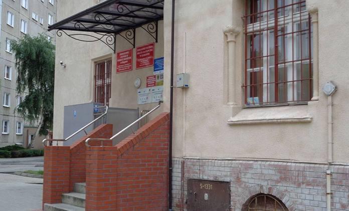 2016-06-27 Głogów Wymienią okna ze względów bezpieczeństwa @PCPR (fot. A. Błaszczyk)