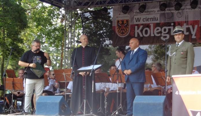 """2015-08-16 Głogowianie bawili się """"W cieniu Kolegiaty"""" @Plac Kolegiacki 1 (fot. A. Błaszczyk)"""