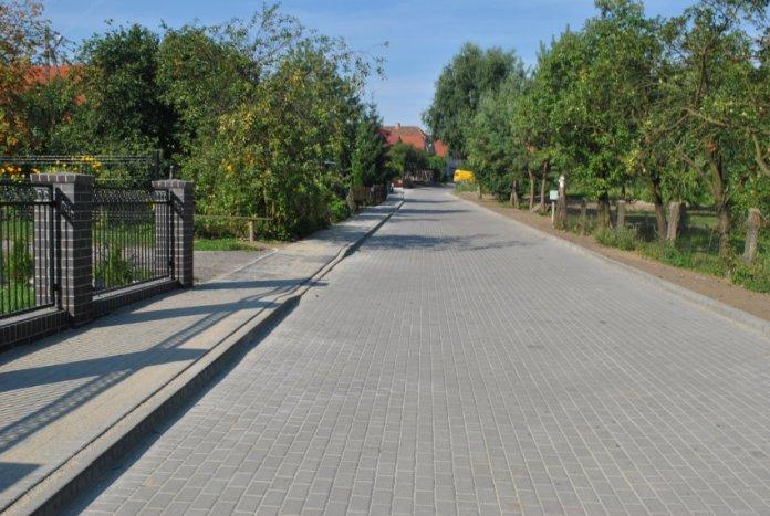 2015-08-27 Odbudowa drogi dobiegła końca @Kłoda (fot. UG Żukowice) 2