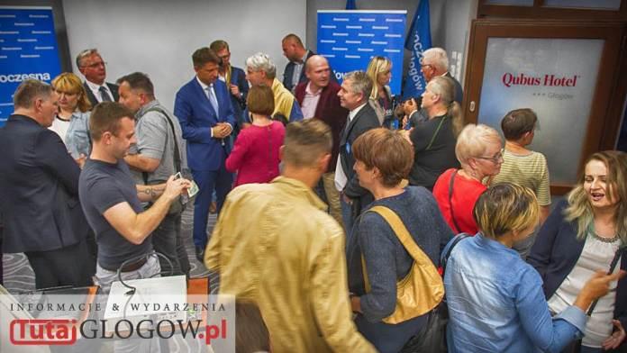 TutajGLOGOW.pl 2016-09-17 Nowoczesna Spotkanie otwarte Lepsza Polska z Ryszardem Petru @ Hotel Qubus Głogów - uczestnicy po spotkaniu