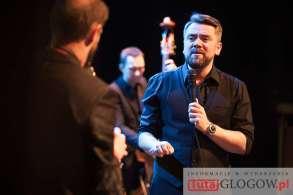 2016-11-02-32-gsj-zaduszki-jazzowe-tribute-to-a-zaucha-kuba-badach-mok-glogow-fot-motzart-26