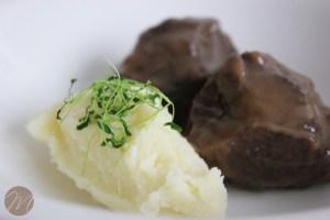 Carrilleras glaseadas al vino tinto con puré de patata 2