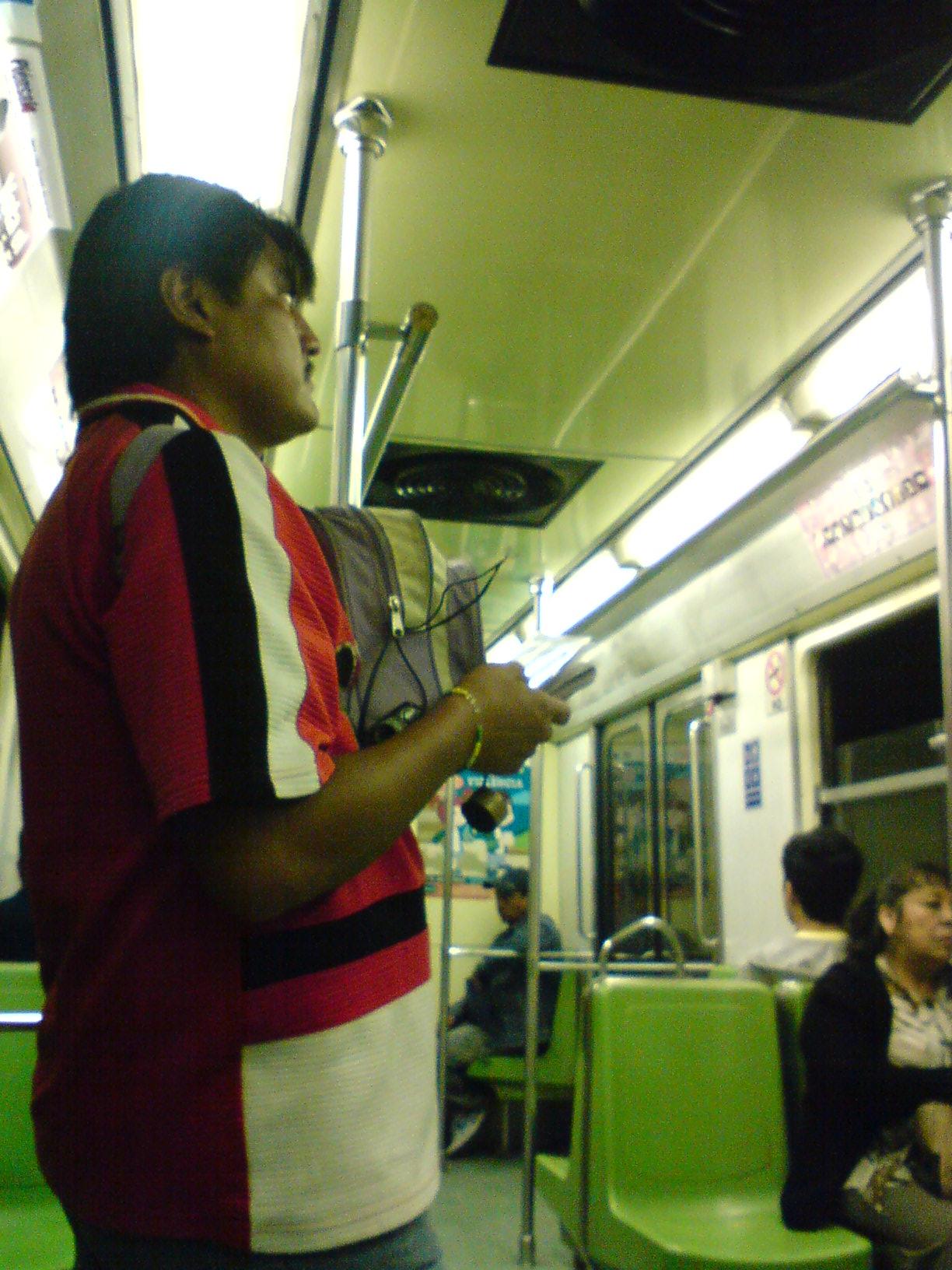 Vendedor de CD's en la linea 9 del M