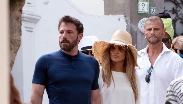¡Atrapados! Jennifer Lopez y Ben Affleck pasean de la mano por la isla de Capri