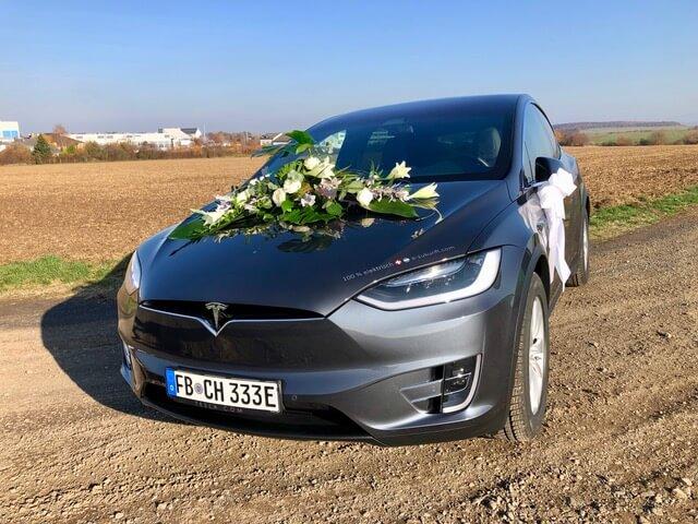 Tesla Model X 100D grey Hochzeit vorne schräg