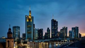 Tesla mieten Frankfurt Skyline