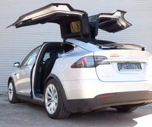 Tesla Model X 100D mieten in Zwickau, Dresden und Leipzig