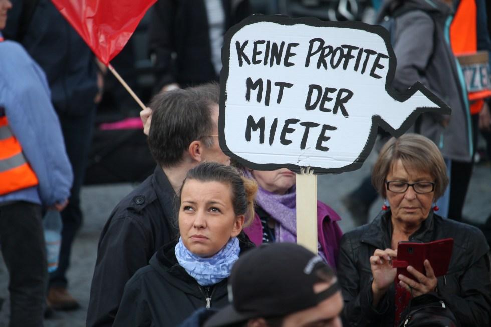 Mietenwahnsinn: Plakat Demonstration Keine Profite mit der Miete