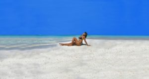 bredouille à la peche femme allongée sur la plage