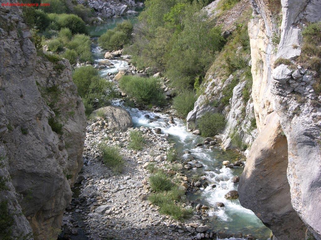 Hoz de Jaca a Ermita de Santa Elena, Valle de Tena, Pirineo aragonés, Huesca