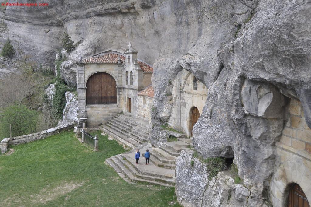 Capilla de San Tirso y San Bernabé