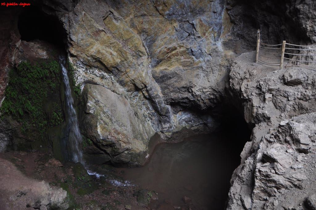 Cascada en el interior de la cueva