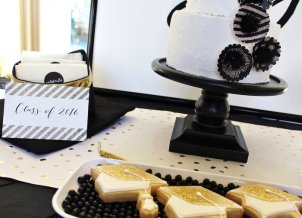 black-white-gold-graduation-party-via-karas-party-ideas-karaspartyideas-com31