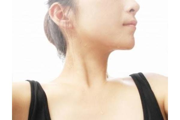 首 細くする 筋トレ 首 引き締め 細くできる