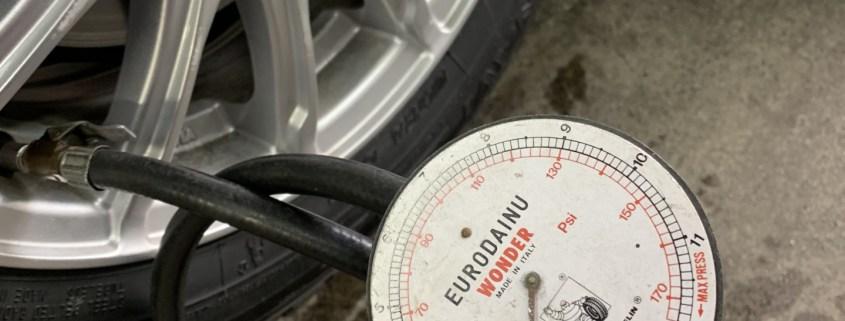 空気添加剤セラミックエアーグーをタイヤに注入