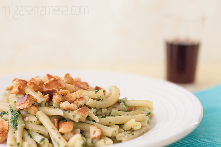Casarecce caterse (pasta con pesto de anchoas)