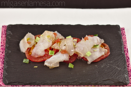 Merluza marinada a la japonesa con aceite de hinojo